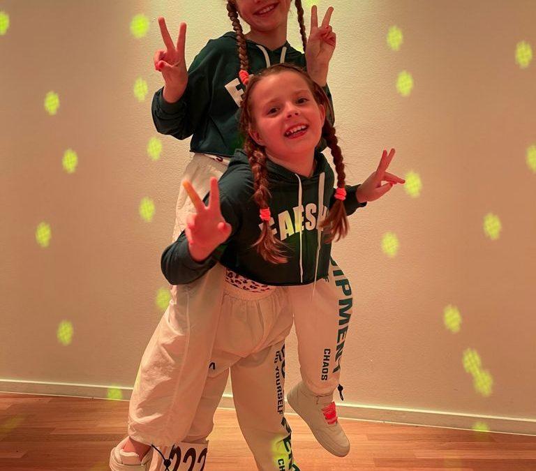 Kinderduo Tessa + Frida gewinnen Bronzemedaille